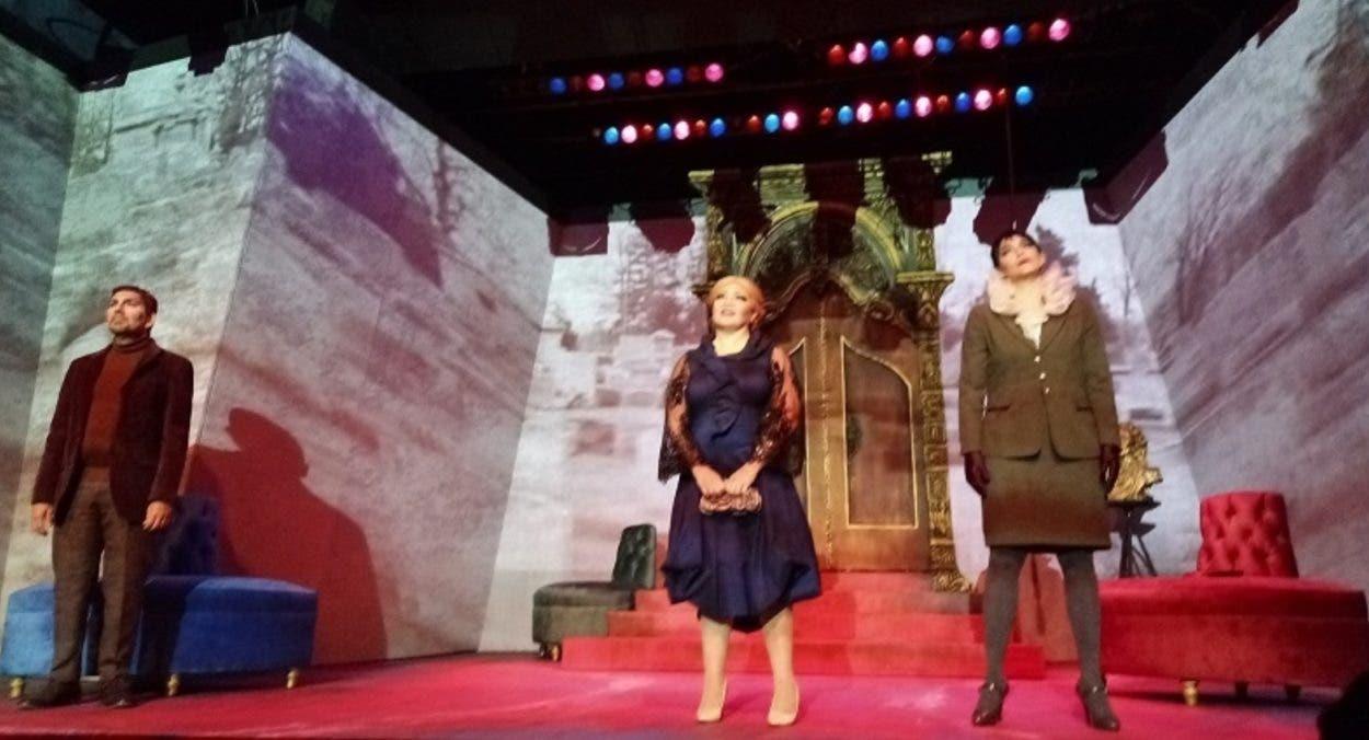 Público vuelve al teatro y acepta nuevos horarios