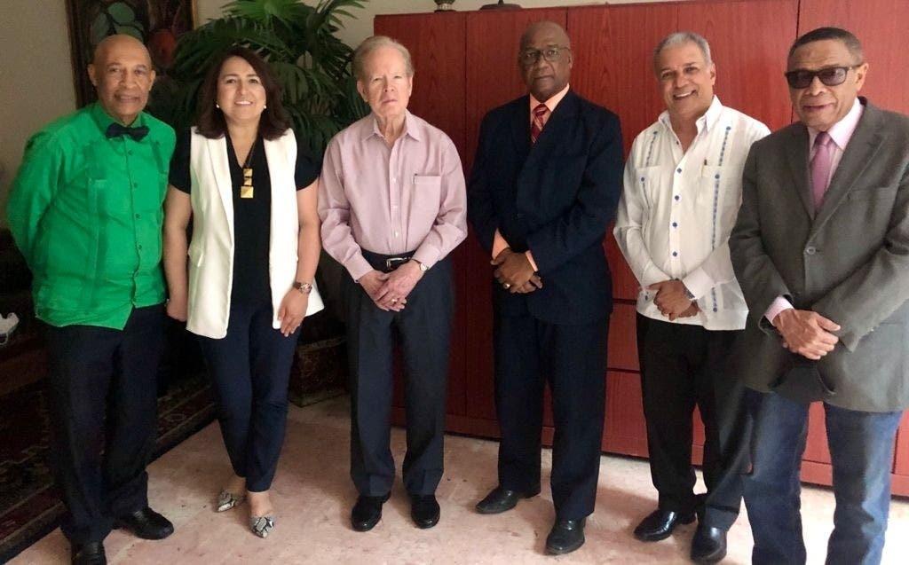 Dirigentes de Acroarte  visitan a Pepín   Corripio