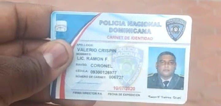 Carnet de la Policía del coronel Valerio Crispín, quien se suicidó esta mañana.