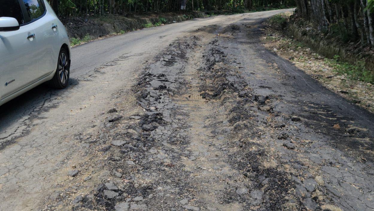 Reclaman reparar carretera Salcedo