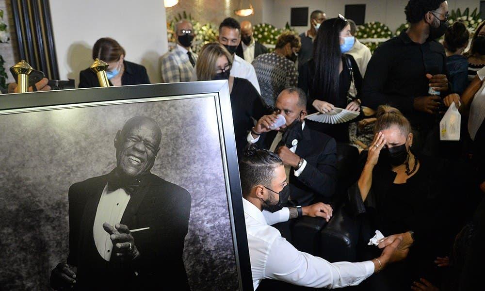 Desde el pasado jueves, en escenarios distintas diferentes, varias personalidades han ido diciéndole adiós al merenguero Johnny Ventura