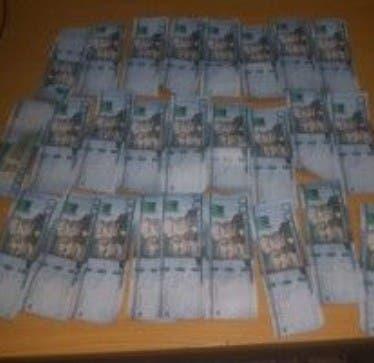 Apresan con billetes de 2 mil pesos falsos