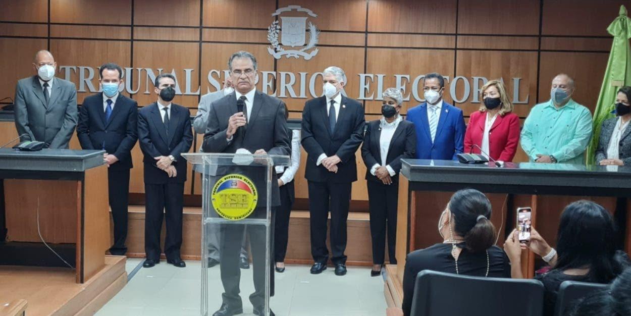 Posesionan a cinco nuevos jueces TSE