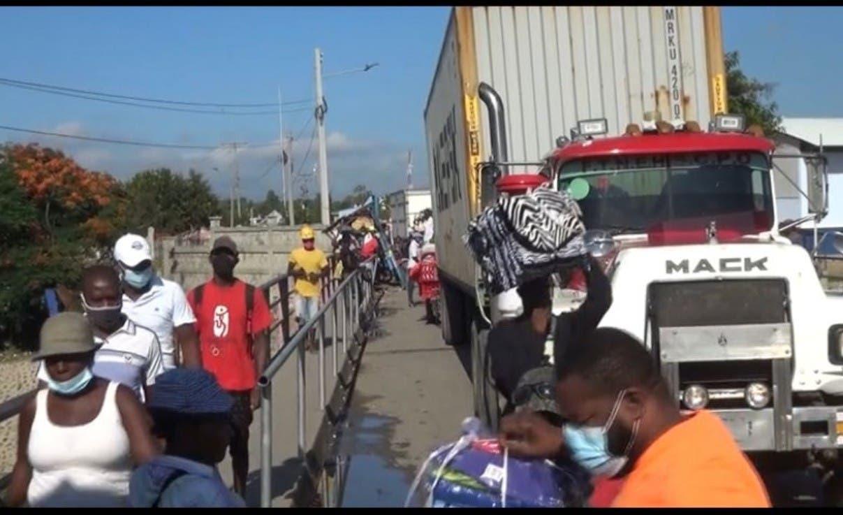 Miles de haitianos llegan RD a comprar