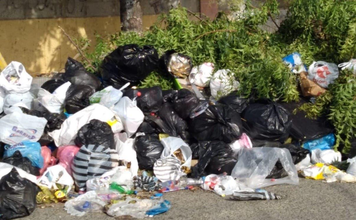 Quejas por cúmulos basura en SD Este