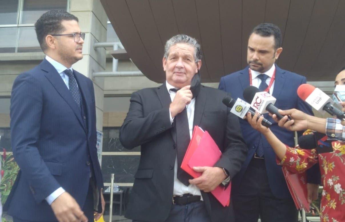Dicen violan derecho defensa de Adán Cáceres