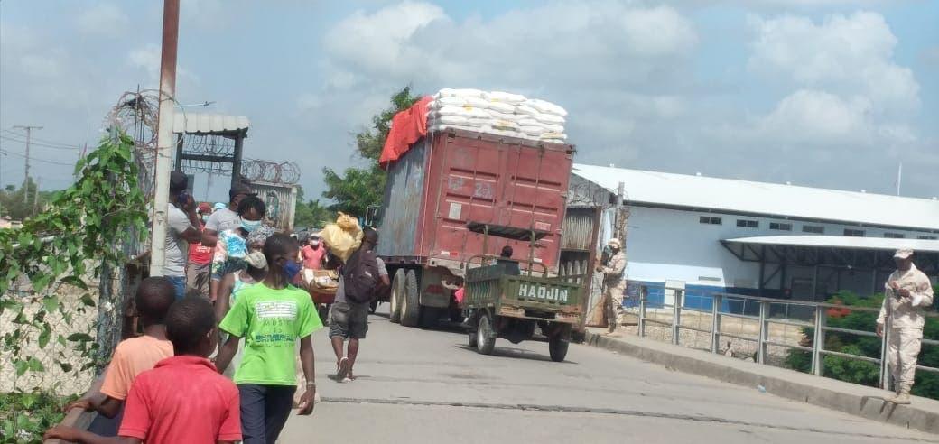 Aumenta cruce mercancías a Haití por Dajabón
