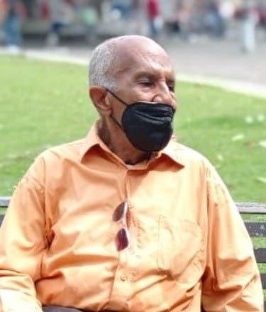 Periodista con cáncer de fémur pide pensión
