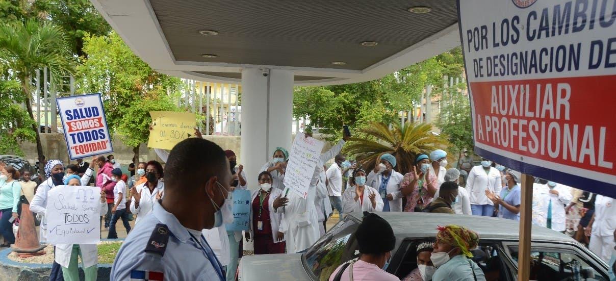Enfermeras Ciudad Sanitaria piden alza salarial 30%