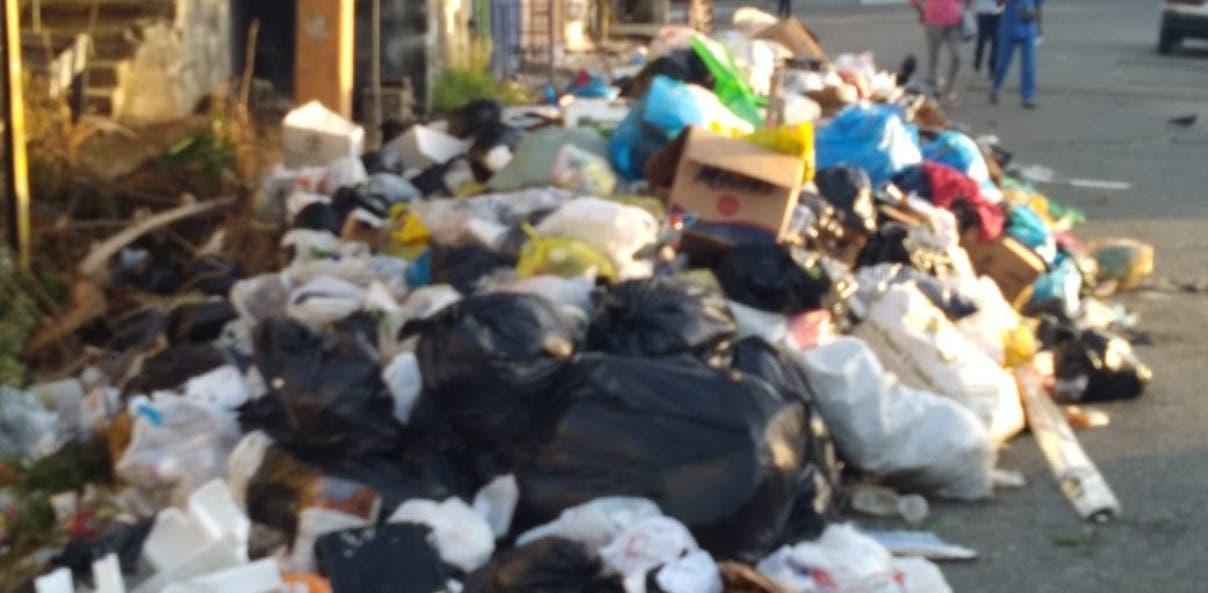 La basura arropa sectores de Santo Domingo Este