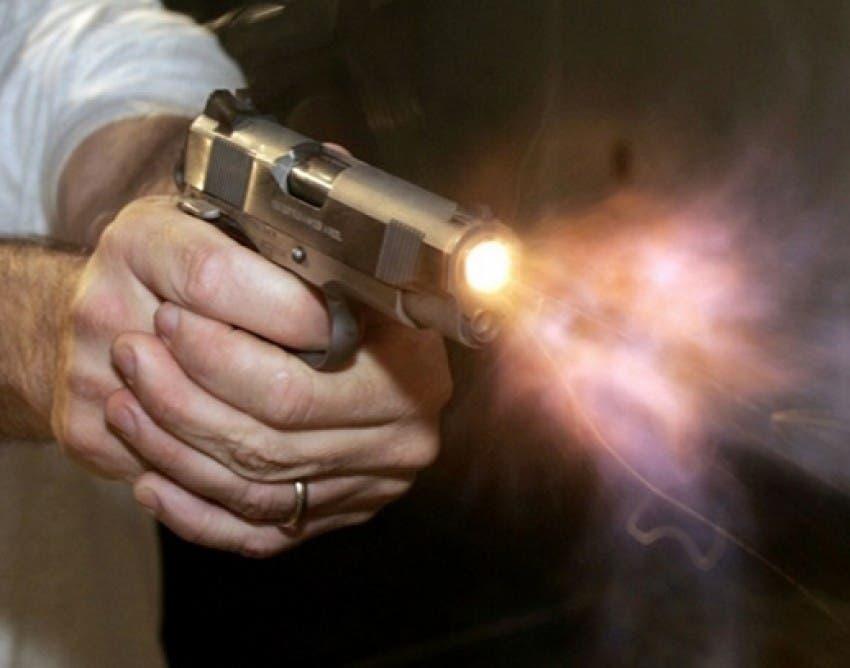 Policía sale ileso tras evadir 10 disparos