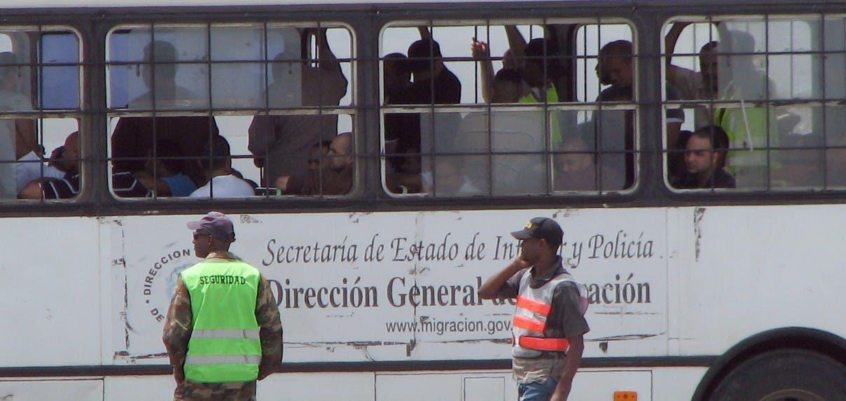 EEUU repatria 1,100 exconvictos de RD