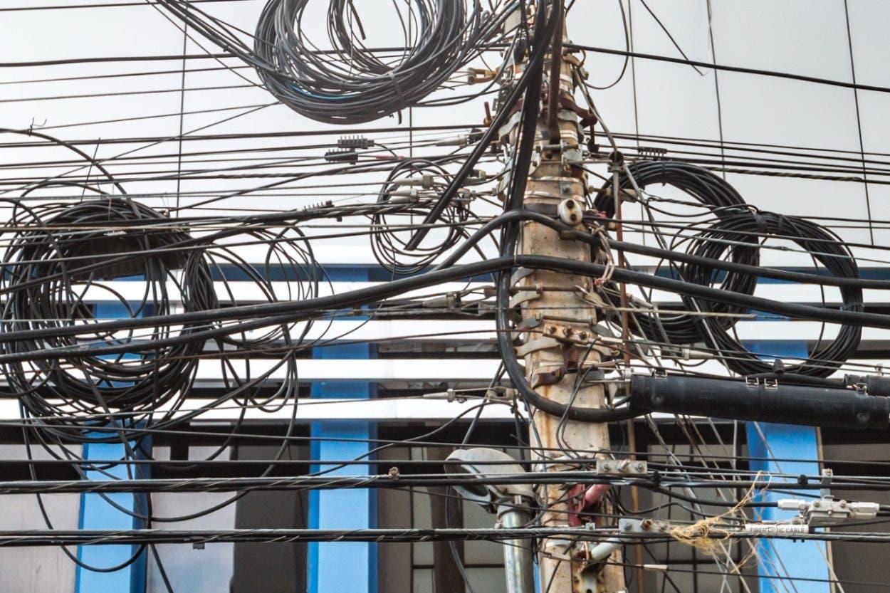 Llama a empresas telefónicas reordenar cables
