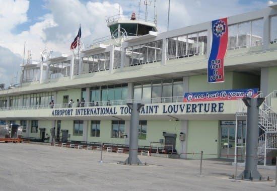 Haití reabrirá aeropuerto Puerto Príncipe, normalizará vuelos