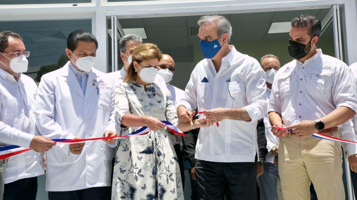 Abinader inaugura centro de diagnóstico en Santiago