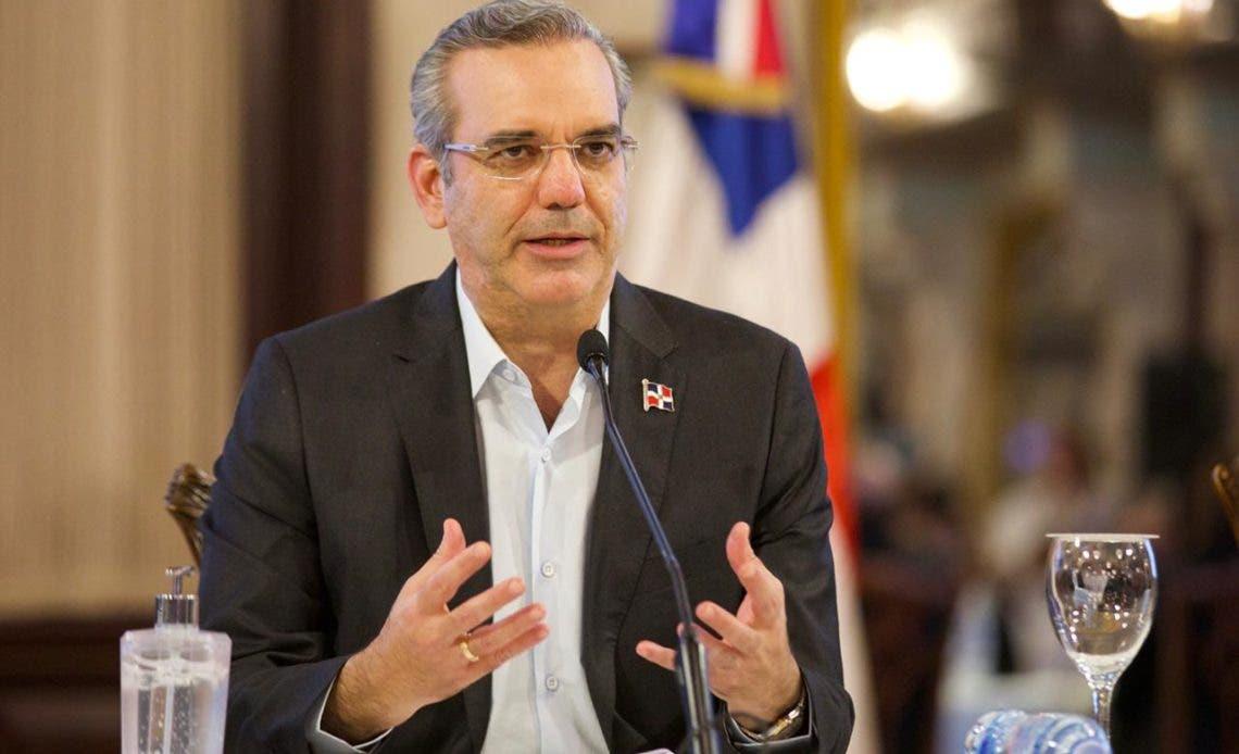 Abinader dispone obras para provincia Duarte