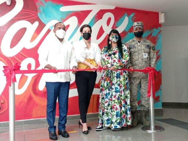 Aeropuerto Las Américas inaugura exposición de murales