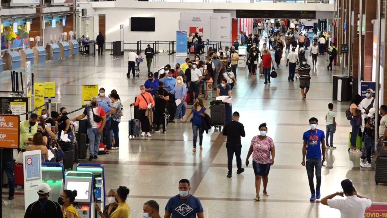Nuevas medidas en aeropuertos ante variantes de la covid