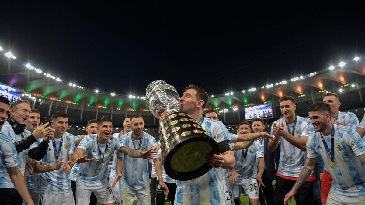 Selección Argentina ya regresó al país con la Copa América