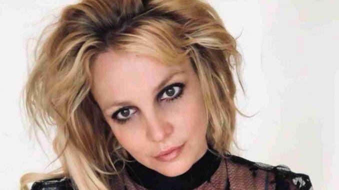 Britney Spears sigue bajo tutela de su padre