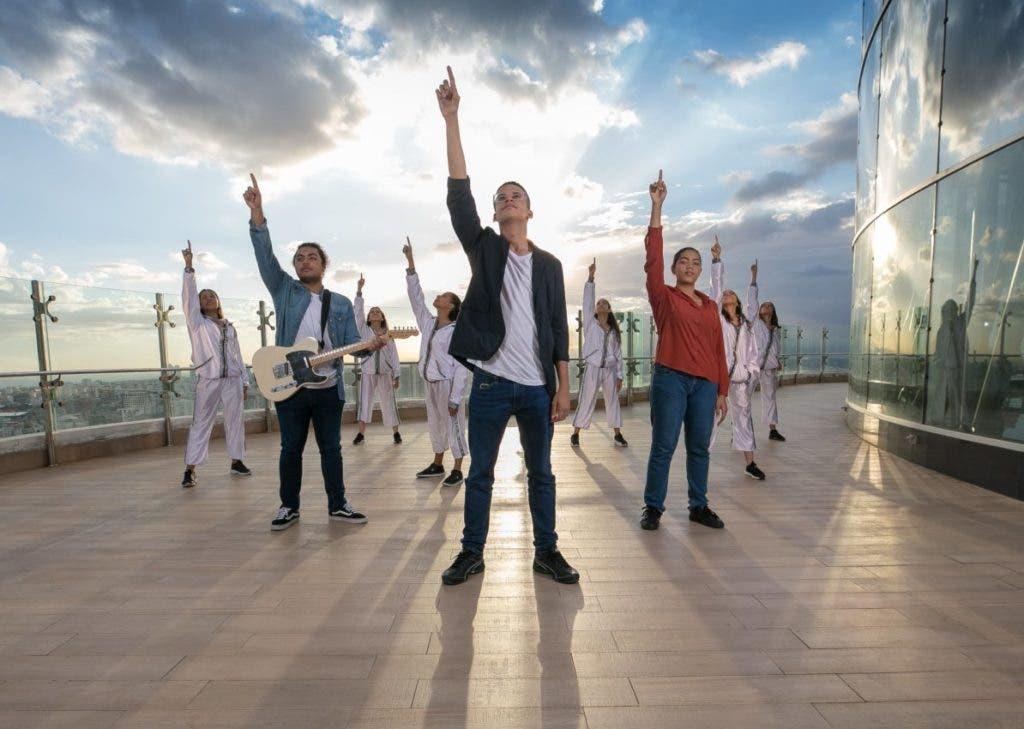 La premiada canción sonó en Pura Vida, una emisora de República Dominicana, siendo la primera vez que una canción de un álbum de jóvenes de la Iglesia es parte de la programación de una emisora de radio nacional.