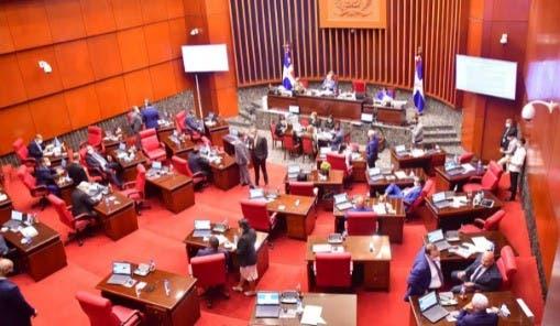 Senadores PLD y FP rompen quórum