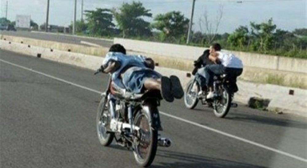 Apresan grupo en carrera motos