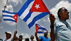 Cientos de cubanos protestan contra el Gobierno