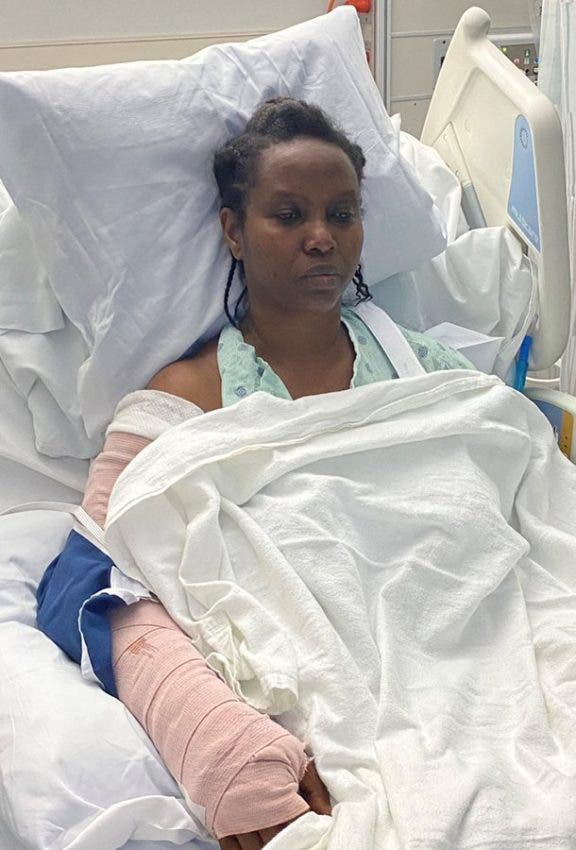 Martine Moise, viuda del presidente de Haití, publica sus primeras fotos en el hospital de Miami.