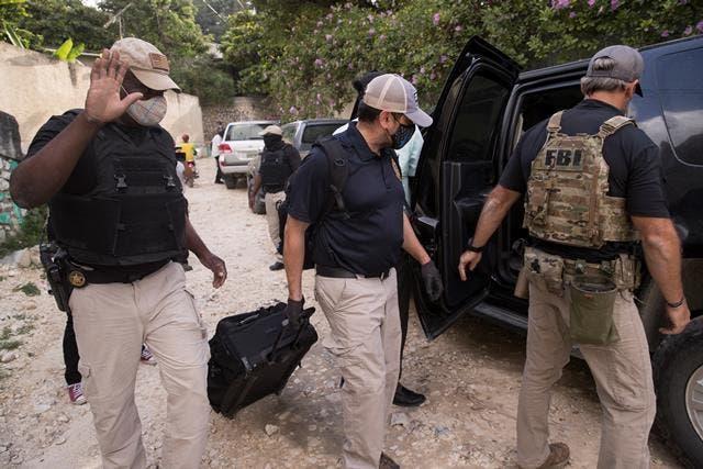 FBI recoge pruebas en residencia de Moise