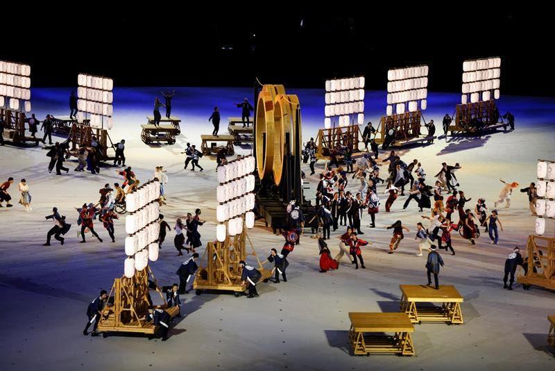 Artistas actúan durante la ceremonia inaugural de los Juegos Olímpicos de Tokio 2020, este viernes en el Estadio Olímpico, que no contará con la presencia de público en las gradas. EFE/ Juan Ignacio Roncoroni