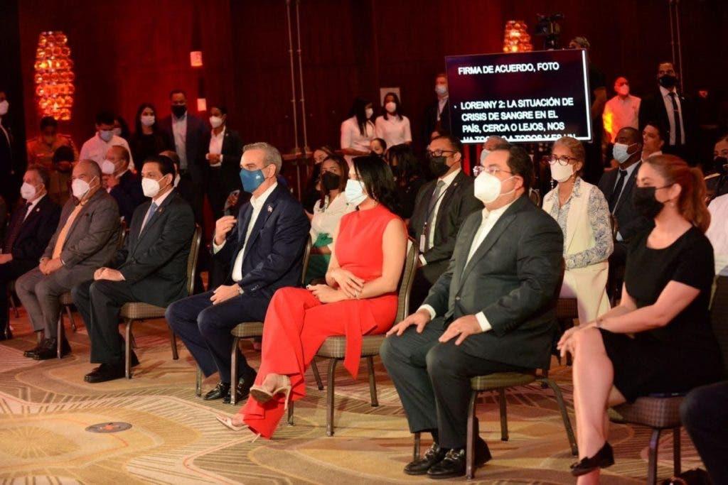 El presidente Luis Abinader y el ministro de Salud, Daniel Rivera, participaron el acto de presentación de la Red de Donantes de Sangre de República Dominicana