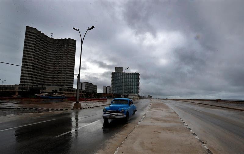 Elsa atraviesa Cuba sin causar estragos