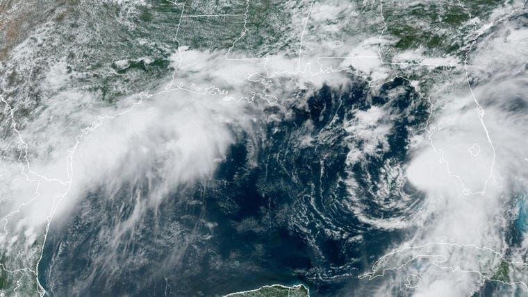 Elsa pierde categoría de huracán antes de tocar tierra en Florida