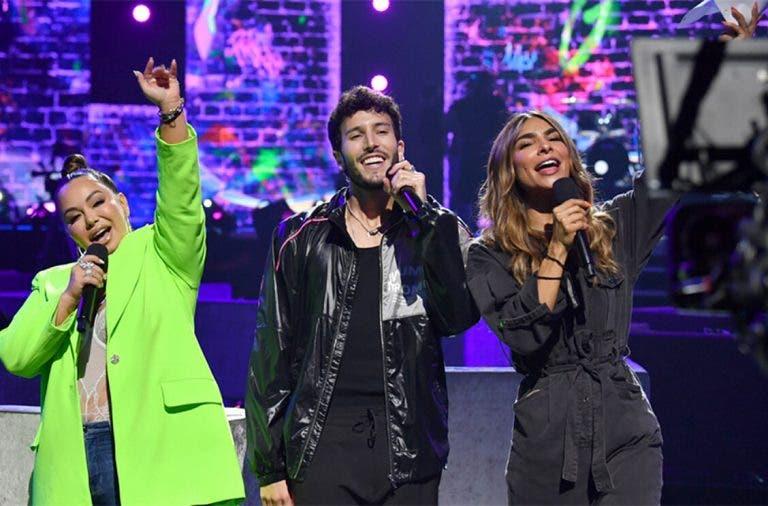 Estrellas latinas causan furor en Premios Juventud