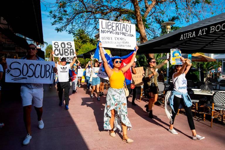 "Exilio pide intervención internacional para evitar ""baño de sangre"" en Cuba"