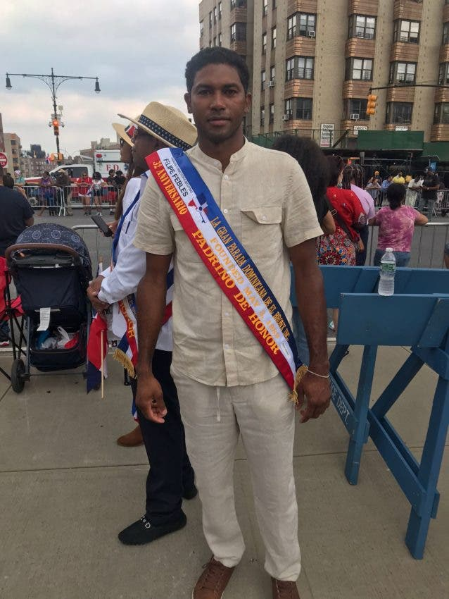 Ruddy Durán participa como padrino de honor en la Gran Parada Dominicana en El Bronx celebrada este domingo.