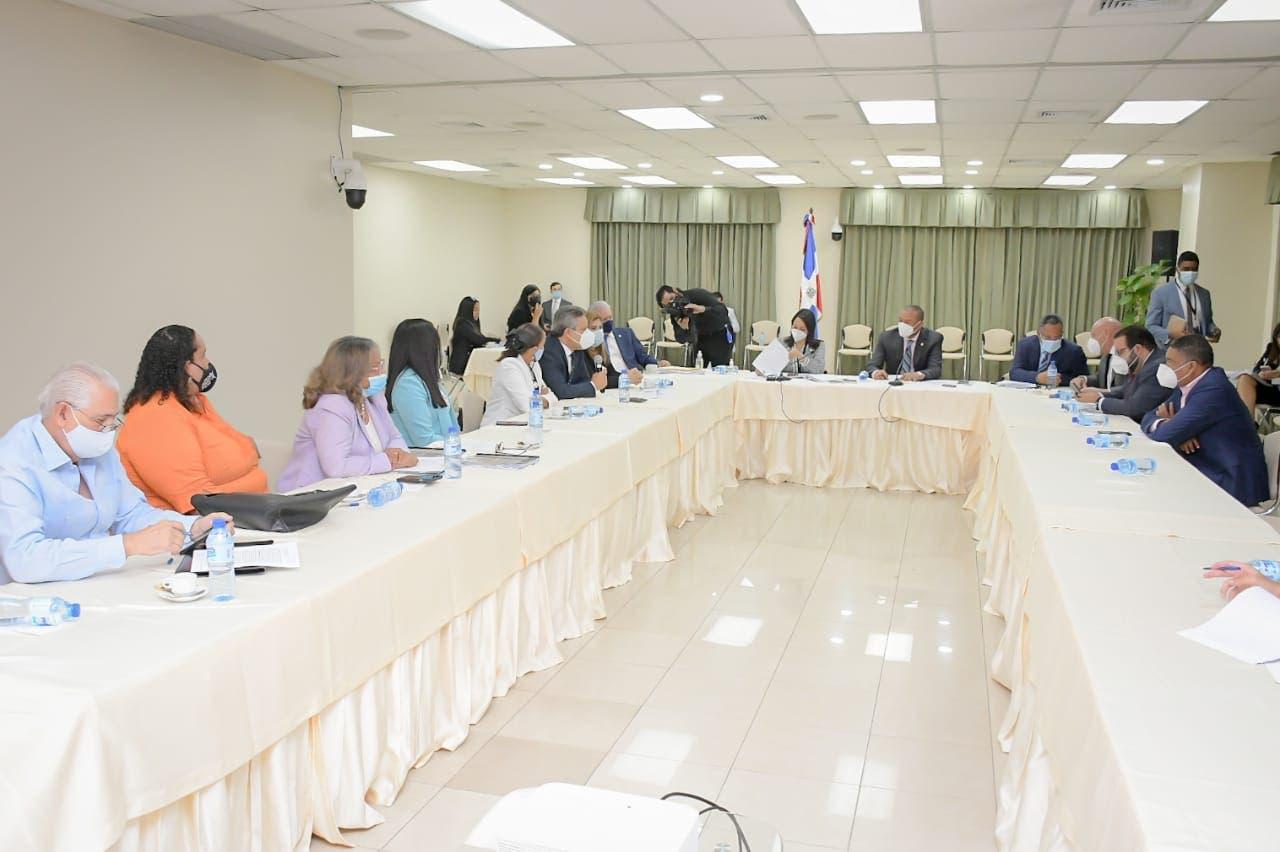 Senadores concluyen consultas sobre Código Penal