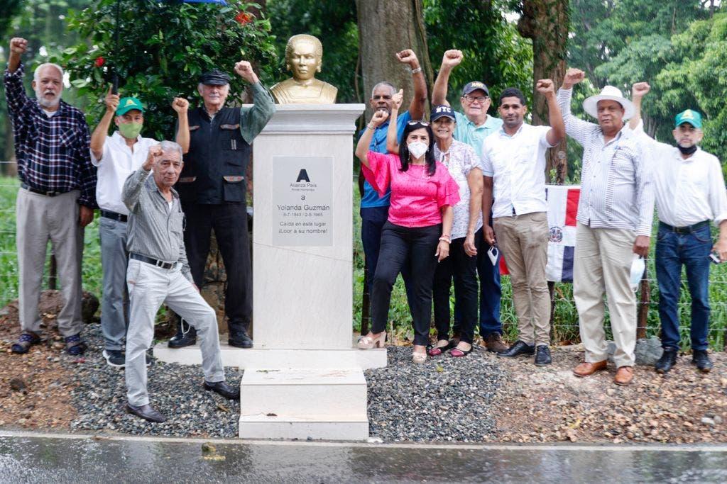 Alianza País dona monumento en La Victoria