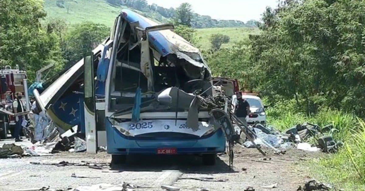 Al menos tres muertos y 37 heridos al accidentarse un autobús en Brasil