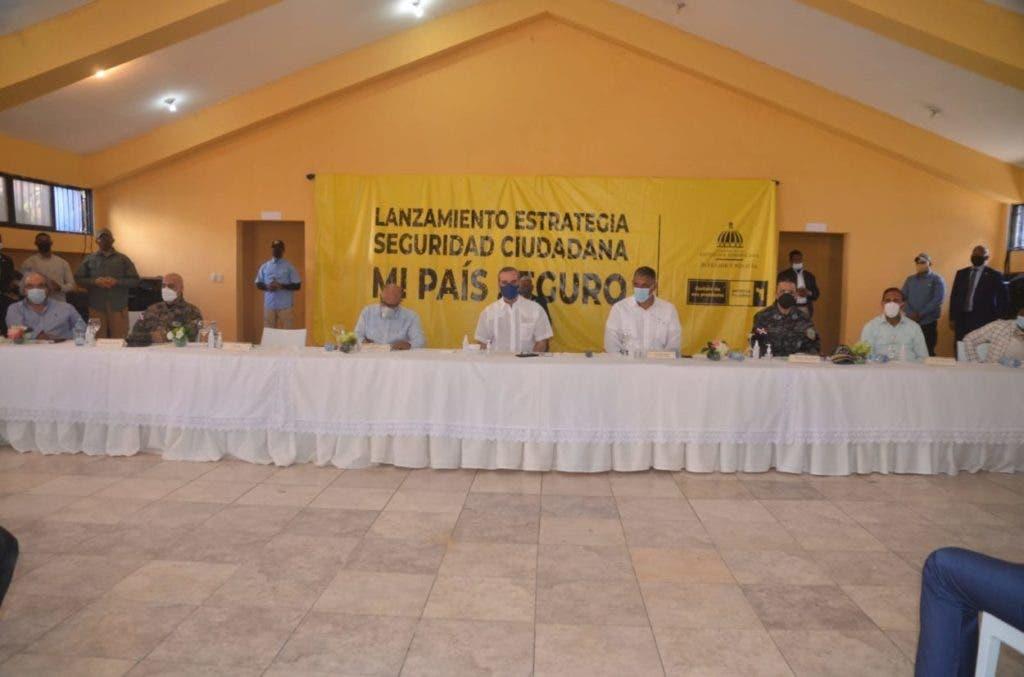 """El presidente Luis Abinader cuando hacía el lanzamiento del Plan de Seguridad """"Mi País Seguro"""" en el sector de Cristo Rey."""