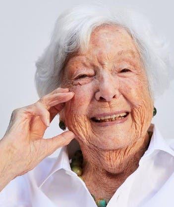Abuela de 99 años es modelo de maquillaje