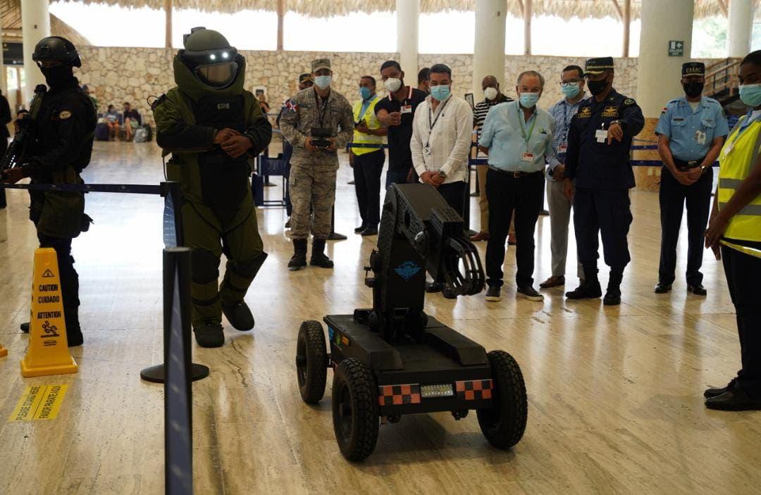 Realizan primer simulacro de detección de explosivos en el país con unidad robótica