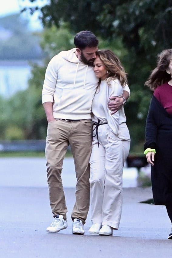 JLo camina abrazada junto a Ben Affleck en la reanudación de su relación con el artista después de separarse de Alex Rodríguez