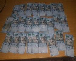 Policía apresa hombre con dinero falso