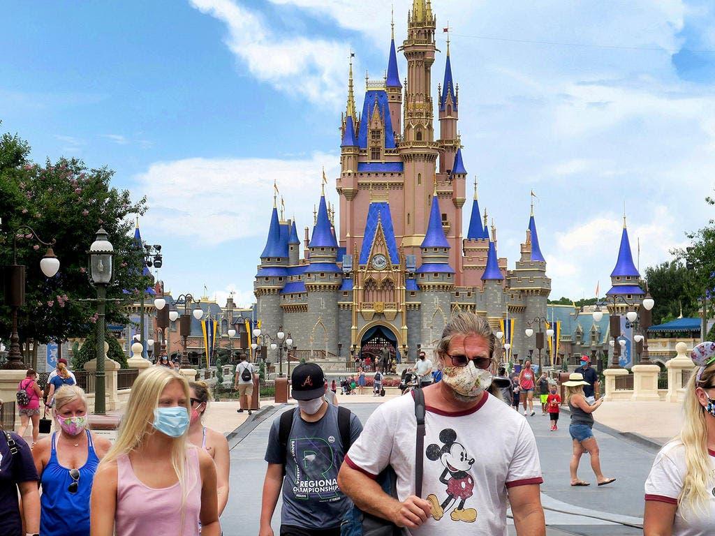 Disney restablece uso mascarillas en parques
