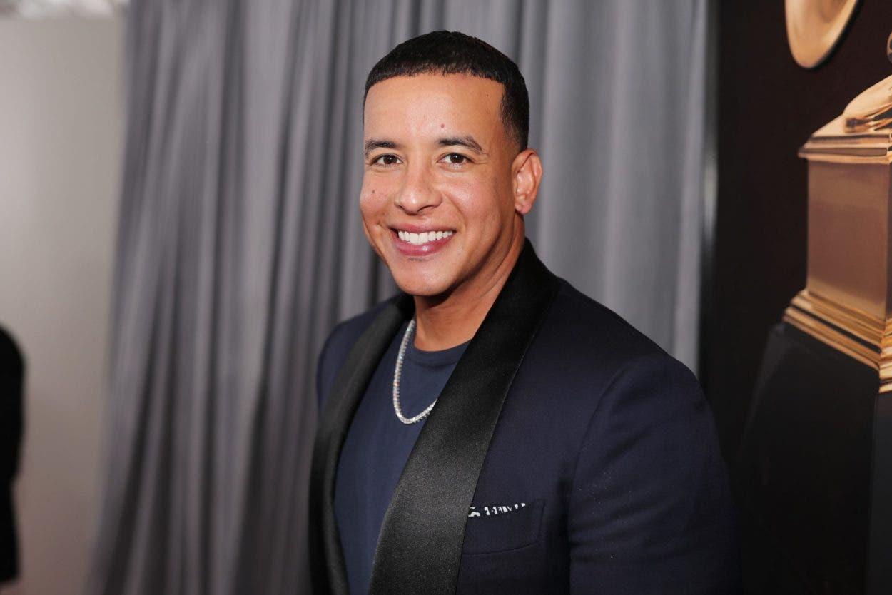 Daddy Yankee cumple sueño de niño enfermo del corazón