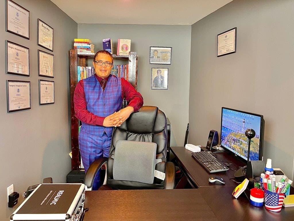 Míster Restituyo como es conocido en toda Latinoamérica y Centroamérica es un destacado profesor de inglés