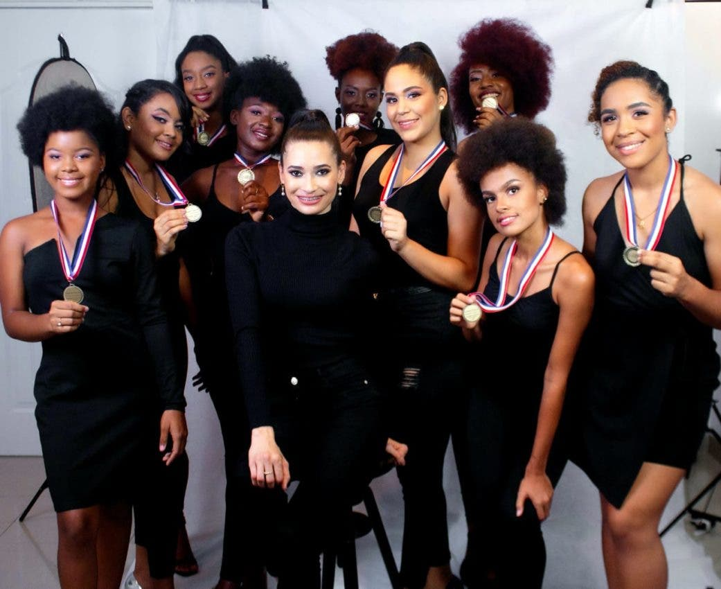 Academia de modelaje celebra sexto aniversario
