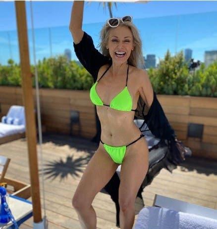Además de ser una de las 13 modelos novatas descubiertas a través del casting anual Swim Search de Sports Illustrated